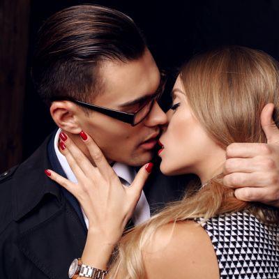 11 lucruri pe care barbatii se asteapta ca iubitele lor sa le faca pentru ei