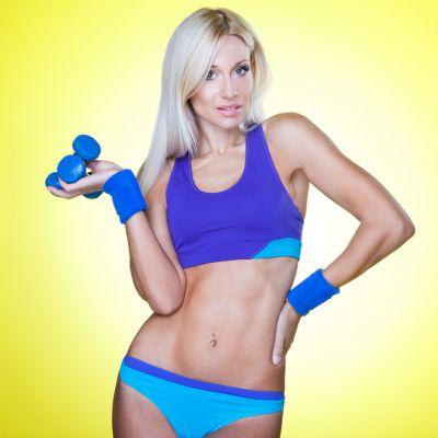 Ai abdomenul  pufos ? Cum sa lucrezi singura acasa ca sa scapi de colacei: exercitiile care chiar functioneaza