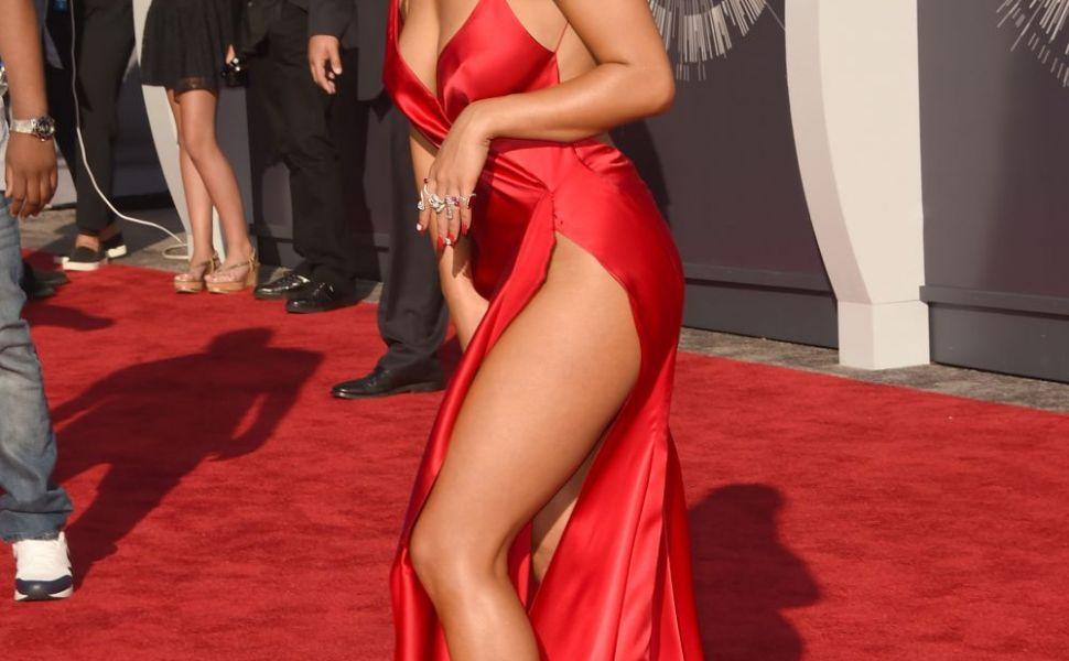 A renuntat complet la inhibitii. Rita Ora, poza topless necenzurata in revista  Lui