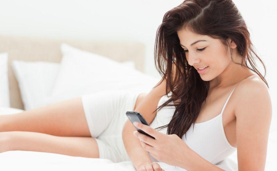 SMS-uri de  noapte buna . Ce mesaje sa ii trimiti iubitului ca sa-l topesti. Idei simpatice pentru orice femeie
