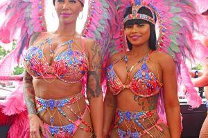 Imbracate perfect pentru carnaval. Amber Rose si Blac Chyna si-au etalat formele generoase in cele mai sumare tinute