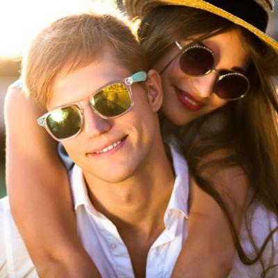 15  de complimente pe care orice barbat ar vrea sa le auda. Cum sa iti faci iubitul sa se simta bine :)