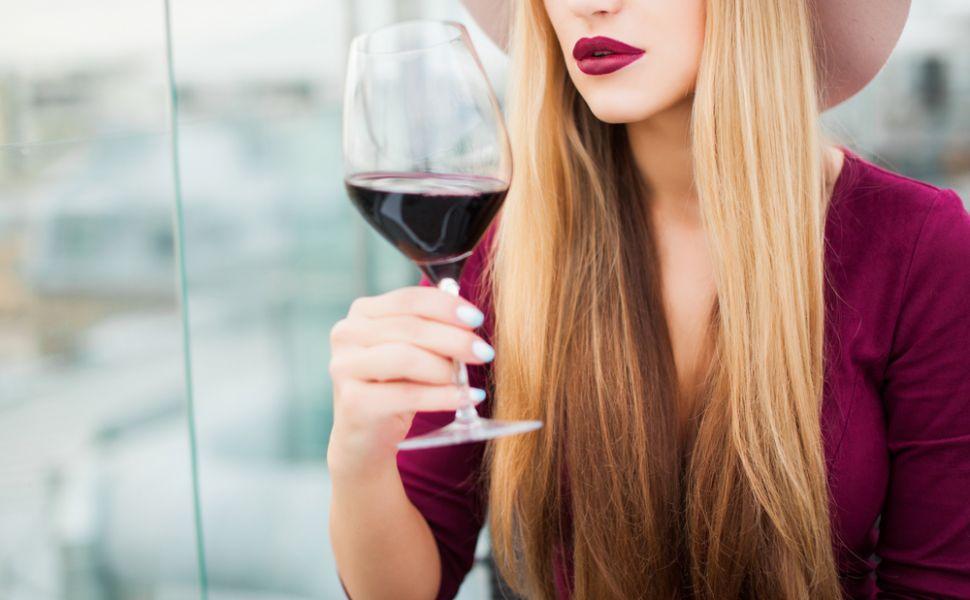 Consumul regulat si controlat de vin rosu te ajuta sa slabesti. Cum poti arde grasimile cu doua pahare de vin pe zi