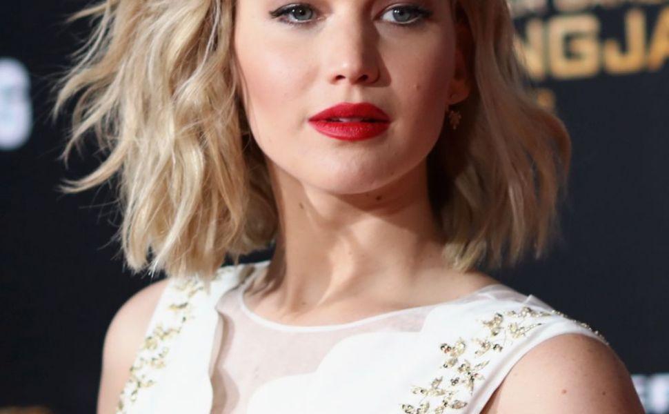 Vedeta cu cel mai controversat corp de la Hollywood. Cum arata Jennifer Lawrence in costum de baie, fara editari