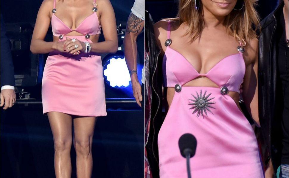 Rochia pe care si cei mai mari fani au criticat-o. Tinuta in care J Lo a apatut in fata a milioane de telespectatori
