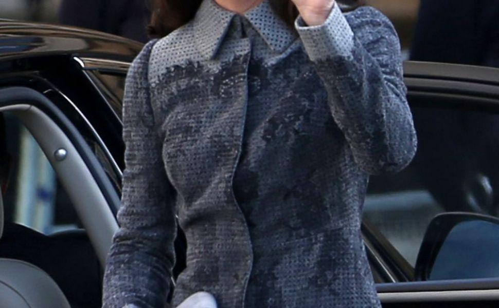 A tinut cont de toate normele impuse la Casa Regala. Kate Middleton, aparitie sobra alaturi de Regina Elisabeta