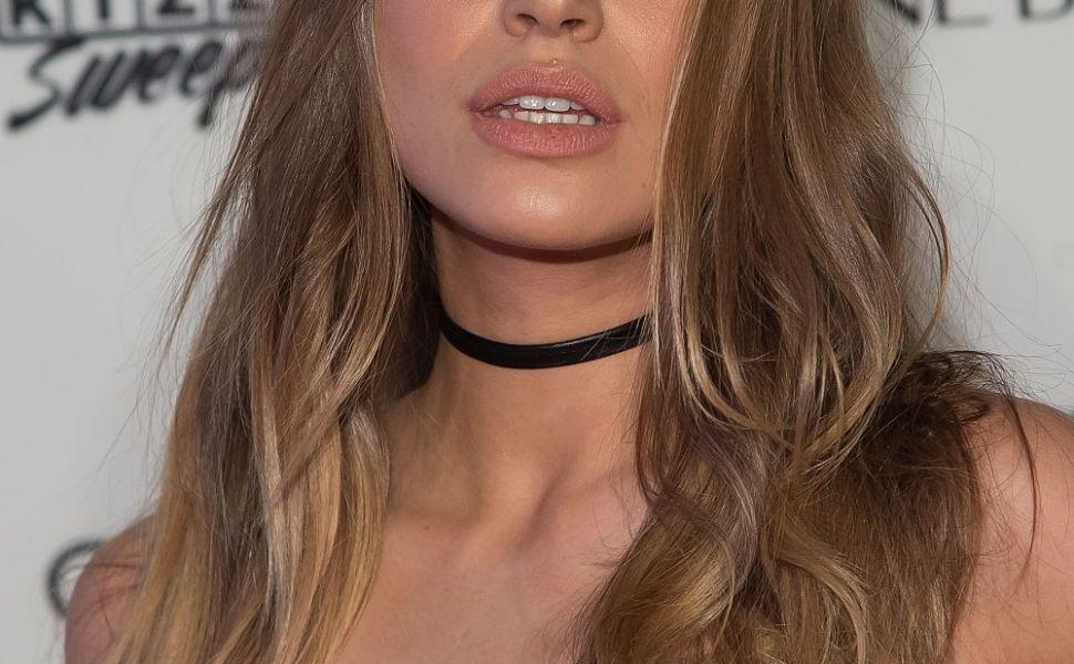 Rusoaica sexy, blonda cu ochi albastri, care ameninta suprematia Irinei Shayk in lumea modei. Cat de frumoasa e