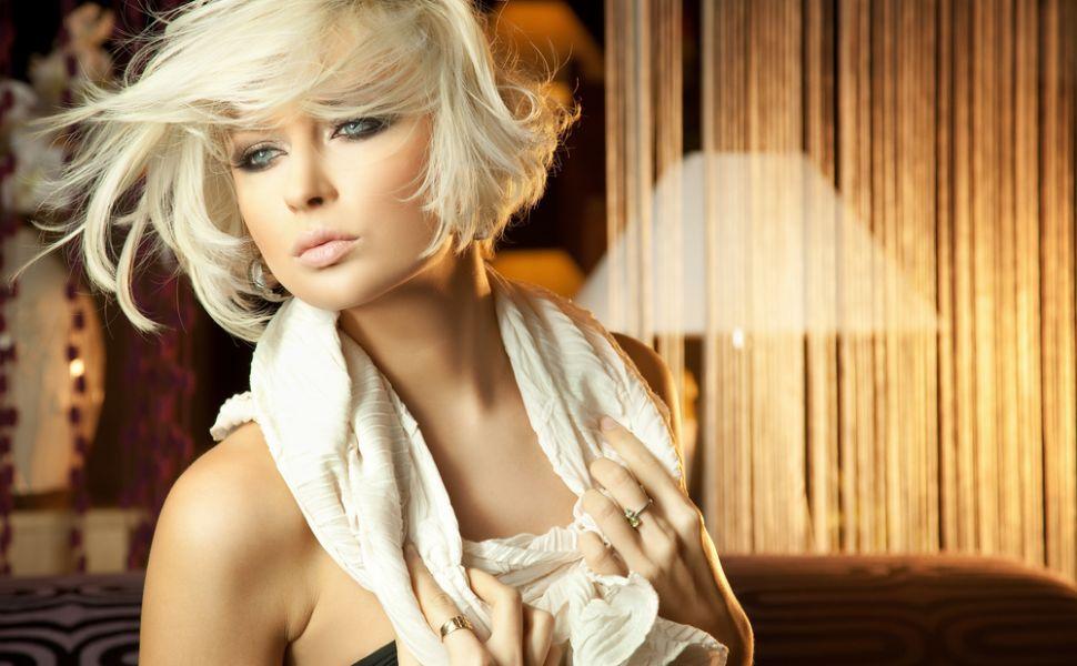 Ce nuante de blond se poarta in 2016. Care sunt tunsorile care le avantajeaza pe femeile cu parul deschis la culoare