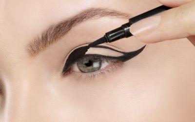 Cum sa-ti aplici perfect tusul de ochi. Trucul genial pe care-l folosesc specalistii in machiaj
