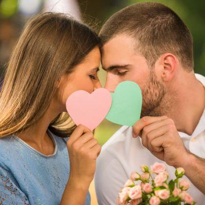 Gesturi pe care orice barbat ar trebui sa le faca pentru iubita lui. Al tau le bifeaza?