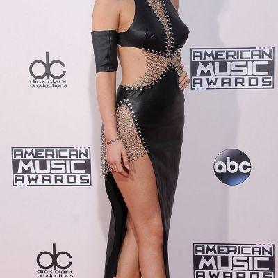 Pentru ea s-au inventat costumele de baie. Cele mai sexy imagini postate de Kylie Jenner in bikini