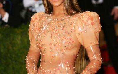 S-a imbracat in latex din cap pana in picioare si a venit fara Jay Z. Cum si-a facut aparitia Beyonce la Met Gala
