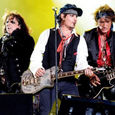 Fii gata de rock cu Johnny Depp! Intra pe procinema.ro si poti castiga invitatii la concertul Hollywood Vampires!