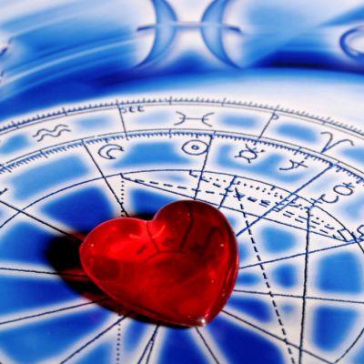 Horoscopul saptamanii 4 - 10 iulie 2016. Cum stai cu dragostea, banii si cariera in aceasta perioada