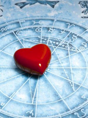 Formeaza cuplurile perfecte din punct de vedere amoros. Zodiile compatibile 100% potrivit astrologiei