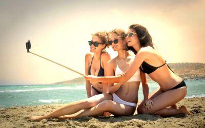 7 metode care te ajuta sa pozezi impecabil in costum de baie, la plaja sau la piscina