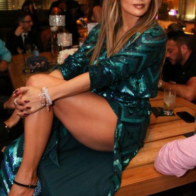 J. Lo, impecabila la 47 de ani. Kate Middleton, greu de recunoscut in jeansi