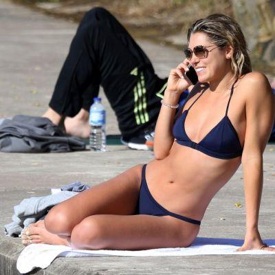Picioare suple si sexy si un corp demential. Cum a fost surprinsa Ashley Hart pe plaja Bondi din Australia