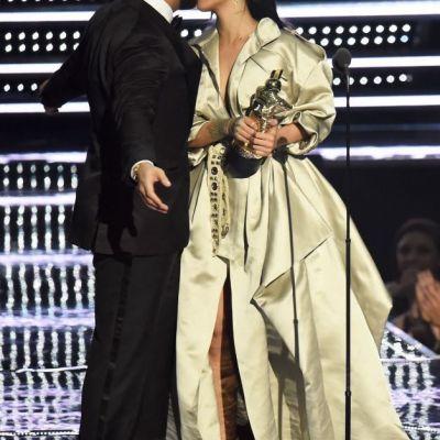 Rihanna si Drake, cel mai celebru non-cuplu. Cum s-a imbracat vedeta pentru intalnirea cu cel mai fidel admirator al sau