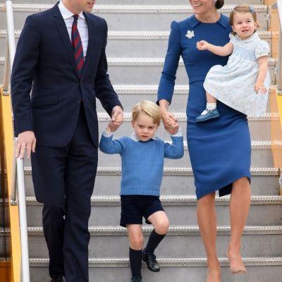 Printul George si Printesa Charlotte, asortati si adorabili. Cum au fost fotografiati urmasii Casei Regale Britanice
