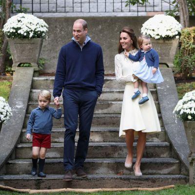 Imagini desprinse parca dintr-o alta epoca. Kate Middleton, fermecatoare cu un look retro alaturi de familie