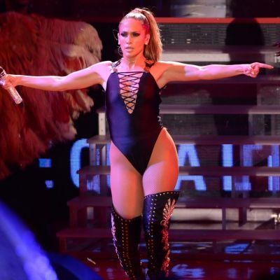 Jennifer Lopez, cel mai sexy selfie de anul acesta: in costum de baie in fata oglinzii