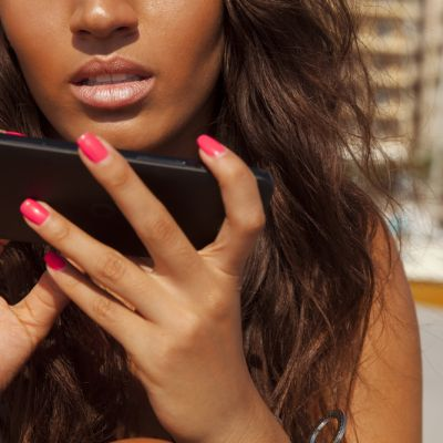 Flirtul pe Facebook, prietenie sau inselat? Ce spun specialistii