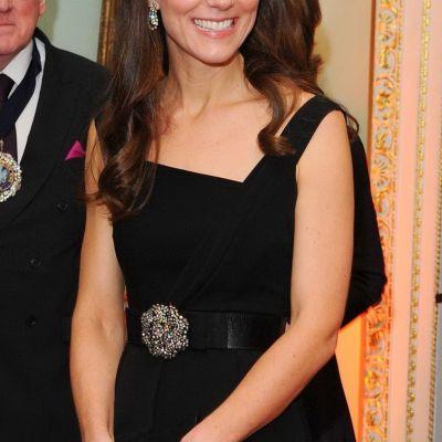 Kate Middleton, aparitie seducatoare. Cat de frumoasa este intr-o little black dress, accesorizata perfect
