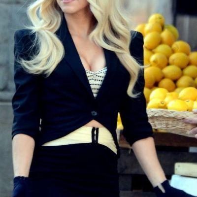 Shakira se intoarce la tinutele care au facut-o celebra. Cum a fost fotografiata frumoasa cantareata