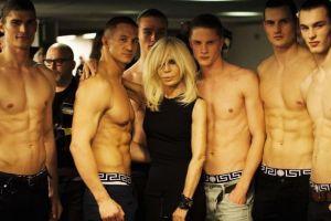 Donatella Versace sta ore in sir la sala de sport. Cum arata controversata creatoare de moda la 61 de ani