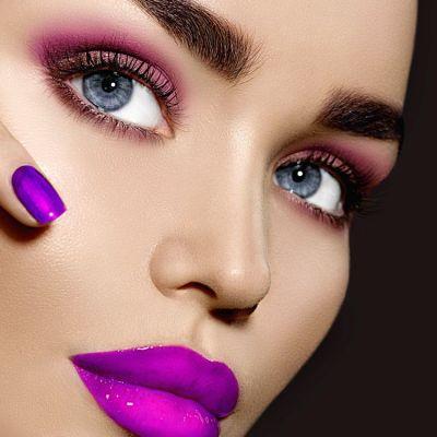 Tendinte in make up pentru 2017: sprancene statement, buze excentrice si ochi sclipitori