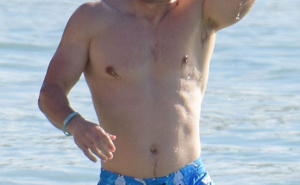 Sotia lui Mark Wahlberg, corp spectaculos dupa 4 nasteri. Cum arata la plaja femeia care l-a cucerit pe actorul musculos
