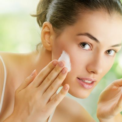 6 greseli frecvente prin care iti agravezi acneea
