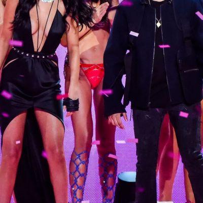 Selena Gomez si The Weekend, cel mai nou si controversat cuplu din showbizul international. Cum au fost surprinsi