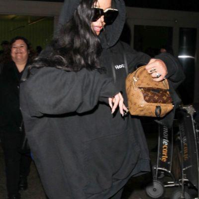 Pare o tinuta banala, dar costa o avere. Ce pret au articolele vestimentare purtate de Rihanna la o simpla iesire in LA