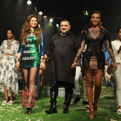 Iulia Vantur, in calitate de model la Saptamana Modei de la Mumbai. Cum a defilat pe scena