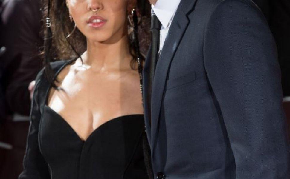 Robert Pattinson si iubita sa, tandri pe covorul rosu. In ce ipostaze au fost surprinsi cei doi