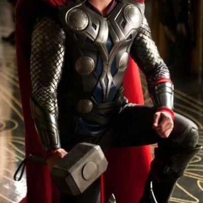 Thor , alaturi de sotia sa la plaja. Cat de bine arata in bikini sotia lui Chris Hemsworth