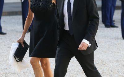 Emmanuel Macron, favoritul la Presedintia Frantei, si-a cunoscut sotia cand ii era profesoara. Cine e Brigitte Trogneux