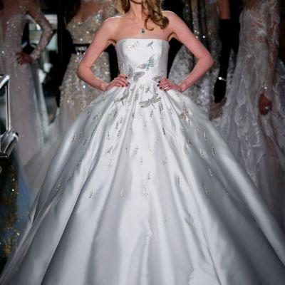 Cea mai extravaganta rochie de mireasa din toate timpurile a costat 1.6 milioane de dolari. Cat de spectaculos arata