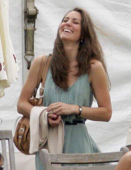 A inceput procesul in cazul fotografiilor cu Kate Middleton topless. Printul William cere daune de 1,5 milioane de euro