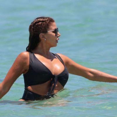 Prietena surorilor Kardashian e mai putin celebra, dar are mult sex-appeal. Bruneta le-a eclipsat pe surori la plaja