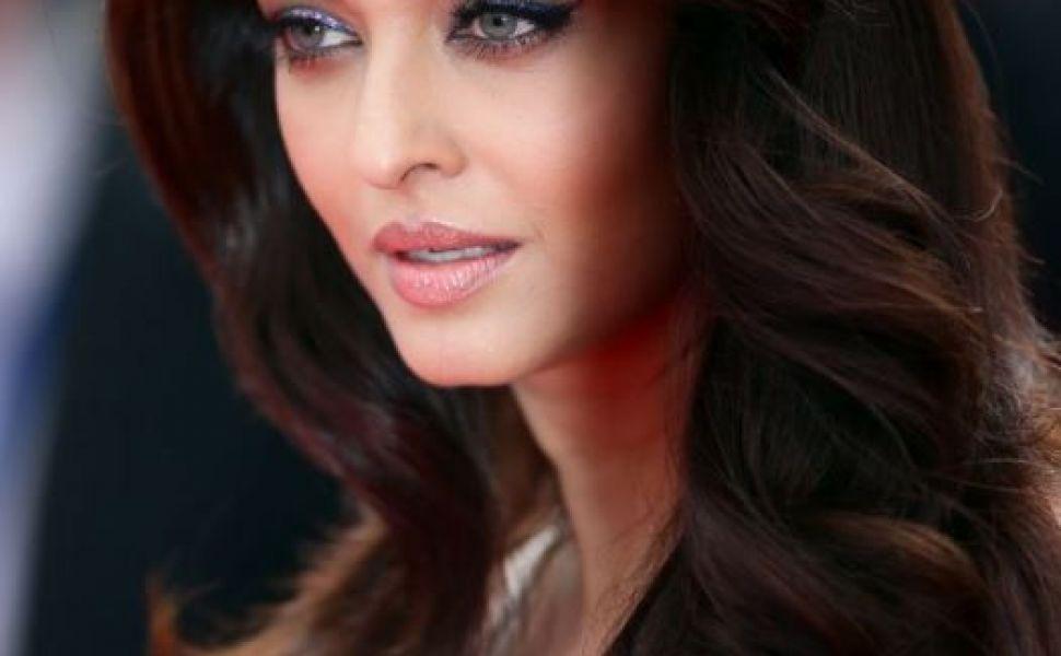 Aishwarya Rai si-a adus fetita la Festivalul de la Cannes. Cat de mult a crescut micuta care calca pe urmele mamei sale