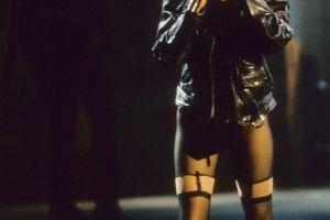 Cher a reimbracat celebrul costum din urma cu 28 de ani si a aratat fabulos. Cum a aparut pe scena la 71 de ani