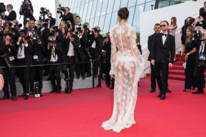 Sara Sampaio, aparitie interzisa minorilor la Cannes. Modelul si-a facut aparitia intr-o rochie transparenta