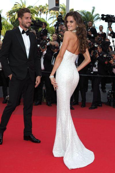 Cuplul de la care nu-ti poti lua privirea: el e un fotbalist celebru, ea de o frumusete rapitoare. Cum au fost surprinsi