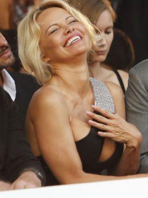 Pamela Anderson a purtat cel mai sexy decolteu. A mers asa la un eveniment, iar barbatii s-au uitat doar la ea
