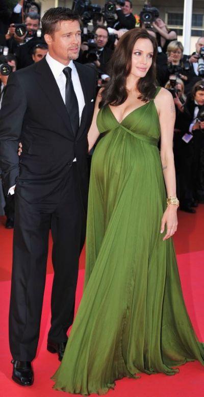 Angelina Jolie a iesit alaturi de copiii sai, iar aparitia a starnit controverse. Se spune ca si-ar fi marit familia