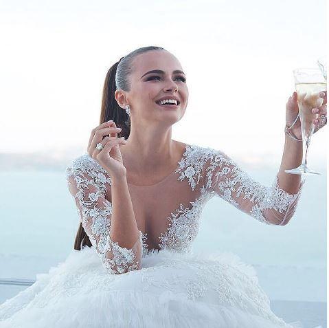 Este model international, casatorita cu un miliardar, dar nu a uitat de unde a pornit. Xenia Deli s-a intors in Moldova