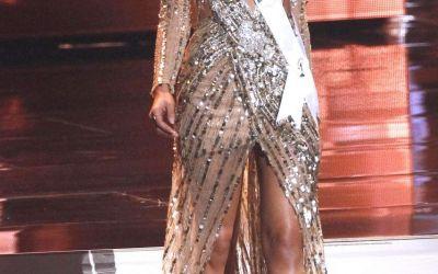 A iesit sa ia cina si a atras toate privirile. Cum arata Miss Universe intr-o zi normala din viata ei